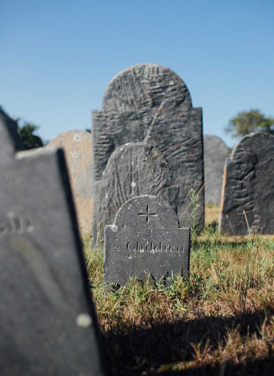 '2 children' headstone