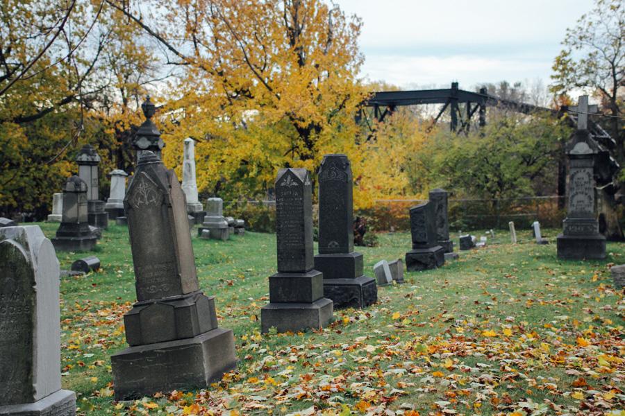 Monroe St. Cemetery, fall cemetery
