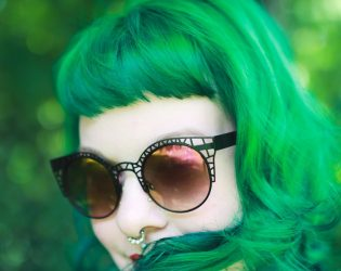7 tips for maintaining bright hair color